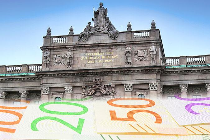 Kollage av två bilder. En föreställer sedlar i olika valörer, den andra visar riksdagshuset.