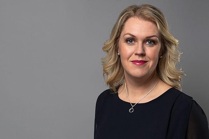 Porträttbild av socialminister Lena Hallengren